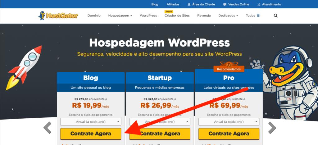 """Como criar um blog profissional - selecione a opcão """"Contratar agora"""" da primeira coluna, que é a coluna """"Blog""""."""